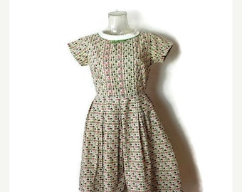 ON SALE Vintage Apples/Pears/Fruits Printed  Short sleeve Cotton Casual Dress from 1960's*
