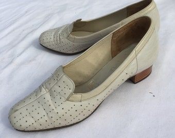 Size 4- Ladies original 1960s low heeled shoes