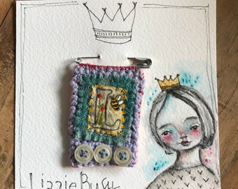 Stitched brooch stamped on muslin, embroidery and crochet