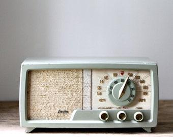 Vintage Arvin Radio // Green / Pistachio / Mid Century