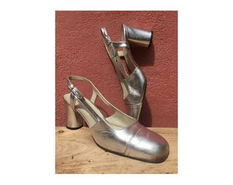 1970s  60s MOD Silver leather Mary JANE  women Shoes // 1960s heeled silver Mary Janes //size eu 37-uk4 -us 5.5