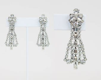 Vintage 50s Earrings / 1950s Rhinestone Dangle Drop Clip On Earrings