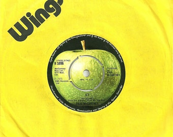 Wings Vinyl Record - Jet/Let Me Roll It - Paul McCartney - (1973 UK) 7 inch vinyl single record.