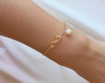 Infinite bracelet, Gold bracelet, bridesmaid bracelet, freshwater pearl bracelet, Eternity Jewelry, Birthday gift, wedding jewelry, mom gift