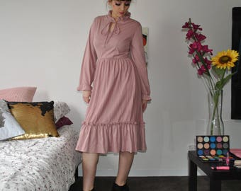 VINTAGE ruffle midi dress with pleats and tie up collar
