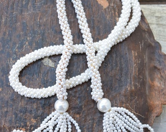 White Pearl Lariat, Tassel Necklace, Lariat Necklace, Sautoir Necklace, Faux Pearls, Flapper Necklace, White Rope Necklace, Seed Beads