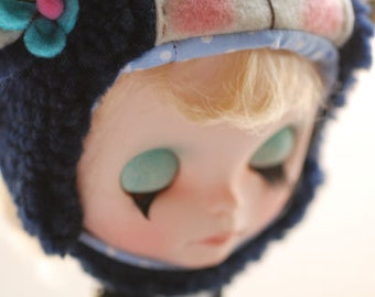 Blythe animal hat with fur chin strap - navy blue sheep