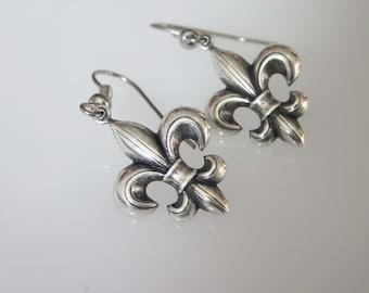 Silver Fleur De Lis Dangle Earrings, Small Fleur De Lis Earrings, Unisex Jewelry, Celtic Jewelry, French Lily, Fleur DE Lys Dangle Earrings
