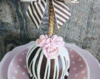 Wedding favors for that Super Chic  Fabulous Wedding.  Gourmet caramel apples. 100 apples per order