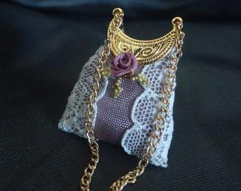 Gorgeous lace purse 1/12th scale.