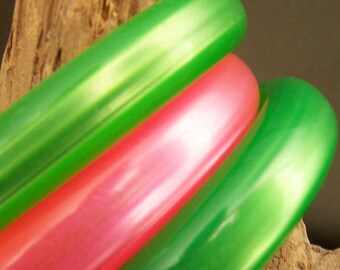 Hot Pink & Lime Green Plastic Bangles Retro Bracelets Fab Trio Very Cool FavoriteCollectibles