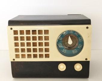 Sale 25% off original price (200.00) - Emerson Model 520 Catalin Radio - 1940's