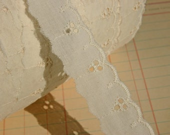 "Cream Eyelet Lace - Broderie Anglaise - Sewing Trim - 1"" Wide"