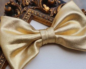 Shiny gold metallic fabric hair bow clip, Fabric bow, gold hair bow, metallic hair bow, gold hair clip, modern hair bow for teens women