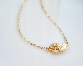 Side way golden leaf gold necklace