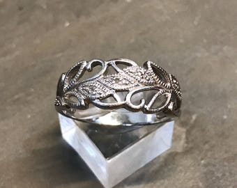 Size 10, Vintage sterling silver handmade ring, 925 silver with filigree leaves and vines, stamped 925 RJ 10