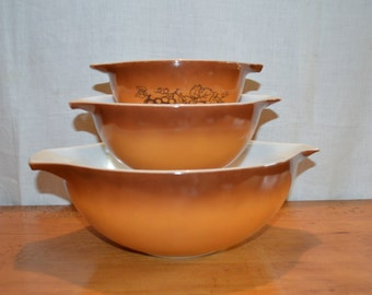 Pyrex Harvest OLD ORCHARD Cinderella Nesting Bowls. Set of Three. # 441, 442 and # 444. Perfect for FALL!! or Thanksgiving.