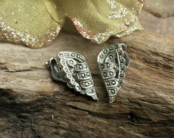 Angel wing clip on earrings/vintage clip on earrings/vintage jewelry/womens jewelry/girls clip on earrings/kids jewelry/costume jewelry