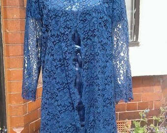 Lovely 1950s 1960s volup navy satin and lace shift dress with sleeves and matching lace jacket Centre back zip holiday wedding