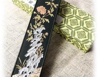 Black Ink Stick with Chrysanthemum - matt finish *Hu Kai Wen*