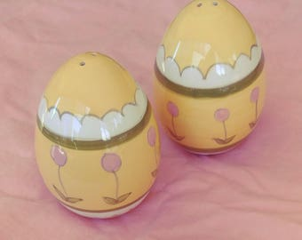 Easter egg salt and pepper shakers ceramic