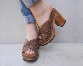 READY Vintage 1970s High Heel Clogs Brown Leather Mules Wood Effect clog Sandals EU 38 US 7 Slides Mules Platform Shoes