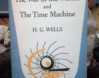 the war of the worlds and the time machine paperback//double feature book//h.g wells//vintage scifi//1961 edition
