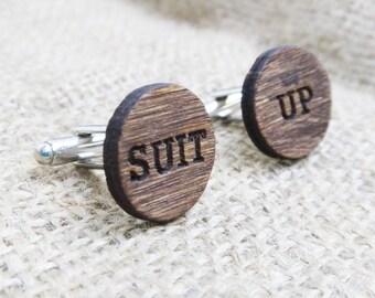 Costume des boutons de manchette HIMYM bois boutons de manchette gravés bois boutons de manchette - meilleur homme cadeau garçons d'honneur proposition cadeau de la proposition pour les gars personnalisé