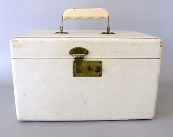 Vintage Train Case. Creamy White. Ivory Leather-Look Vinyl. Luggage. Cosmetic Case. Carry On. Organizer. Storage. Home Decor. Repurpose