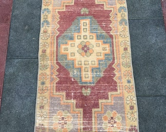 3 ft 1 in x 1 ft 8 in ( 93 x 54 cm ) Adorable pink and chocolate vintage wool Turkish rug