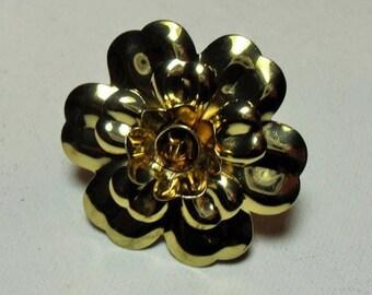 SALE Gold tone metal flower ring, gold tone metal retro hippie flower ring, big  chunky statement ring, GIngerslittlegems