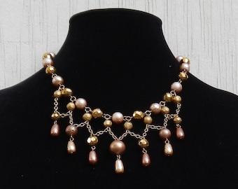 Lovely Vintage Beaded Bibb Necklace!