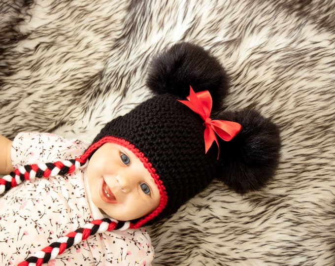 Baby girl double pompom hat with bow - Minnie Mouse hat - Baby girl hat - Earflap hat - Crochet baby hat - Crochet photo props for girls