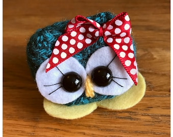 Cute owl, Crochet birthday gift, Cute Animal, Laura the Cutie - Bird ornament decor, Owl ornament decor, blue owl, red owl, polka dots,