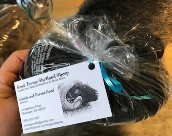 Shetland sheep wool roving - dark smokey grey !