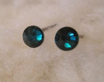 Niobium Post Earrings - Emerald Green Crystals (2mm, 4mm, or 5mm (Hypoallergenic Earrings for Sensitive Ears // Nickel Free Stud Earrings)