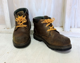 Vintage Herman Survivors boots / mens 7.5 US / chuck work boots / brown leather / hunting / outdoor / logger boots
