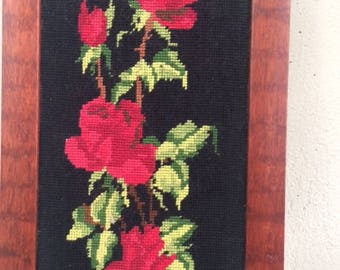 cANEVAS les ROSES ROUGES, tapestry framed, embroidered and vintage 1970, made in france and 100% cotton