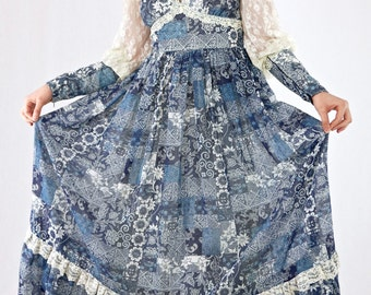 Gorgeous Vintage 70's Gunne Sax Blue And Cream Ethnic Floral Lace Sleeves Maxi Dress