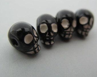 20 Black Skull Beads - horizontal - CB574