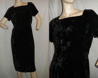 Vtg 1960s black Velvet Wiggle Dress Large
