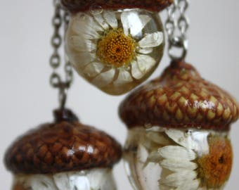 Pendant-acorn with real chamomile and cap of acorn. The real acorn cap.ECO epoxy resin pendant. Botanical jewelry Pendant terrarium