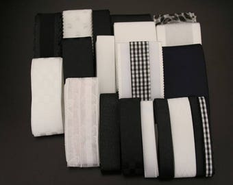 """Set of 20 coordinating """"black and white"""". (ref:3229)."""