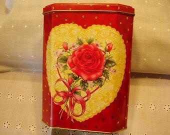 Vintage DECORATIVE TIN BOX/Container