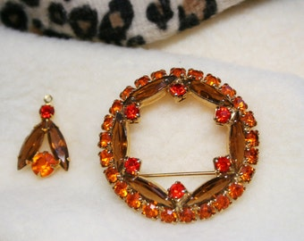 Vintage 1970s Avon Rhinestone Wreath Brooch Pin & Matching Pendant - Brown Orange Red Autumn Colors - Gold Tone