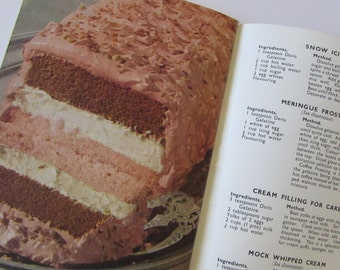 Vintage (1940s) cook book, 'Davis Dainty Dishes' by the Davis Gelatine Organisation - Australia