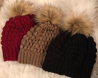 Women's puff stitch hat with faux fur pom!