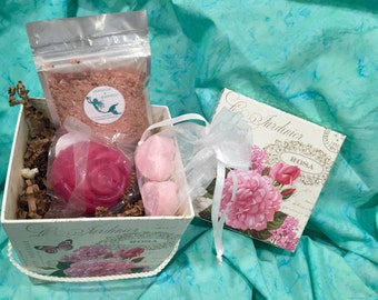 Everything's Rosy Beautiful Woman Gift Set