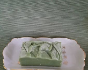 Soap or vanity dish, French style