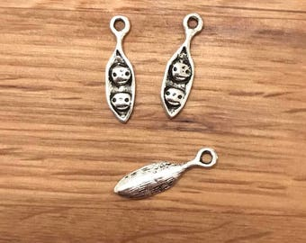 10/20/30 Antique Silver Tone Tibetan Silver Two Peas In A Pod Pendant Charms 18mm x 5mm